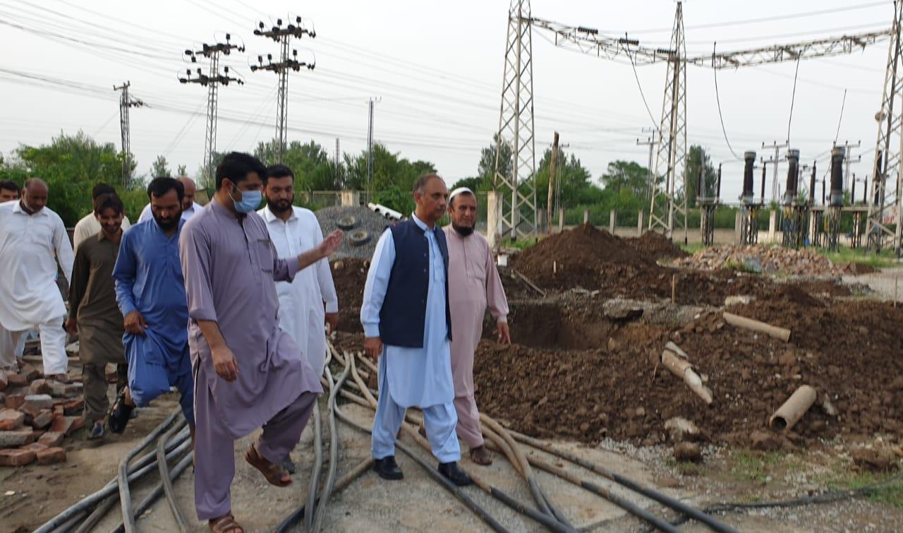 وفاقی وزیربرائے اقتصادی امور جناب عمرایوب خان کا کانگڑہ 132kva گریڈ کا دورہ
