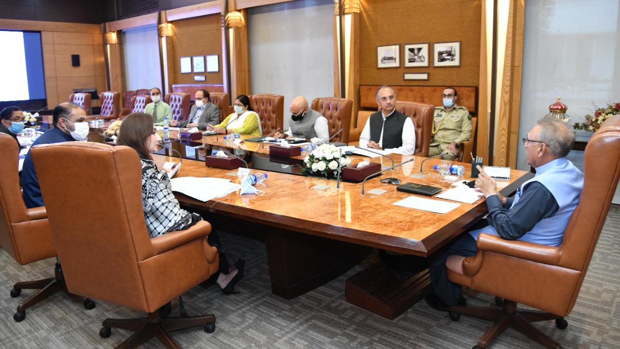 وفاقی وزیر برائے اقتصادی امور عمر ایوب خان نے صدر کو ورلڈ بینک ، ایشیائی ترقیاتی بینک اور پاکستان کی طرف سے خواتین کو دیے جانے والے مختلف کثیر الجہتی اور دو طرفہ فنڈنگ اور قرضوں کے بارے میں آگاہ کیا