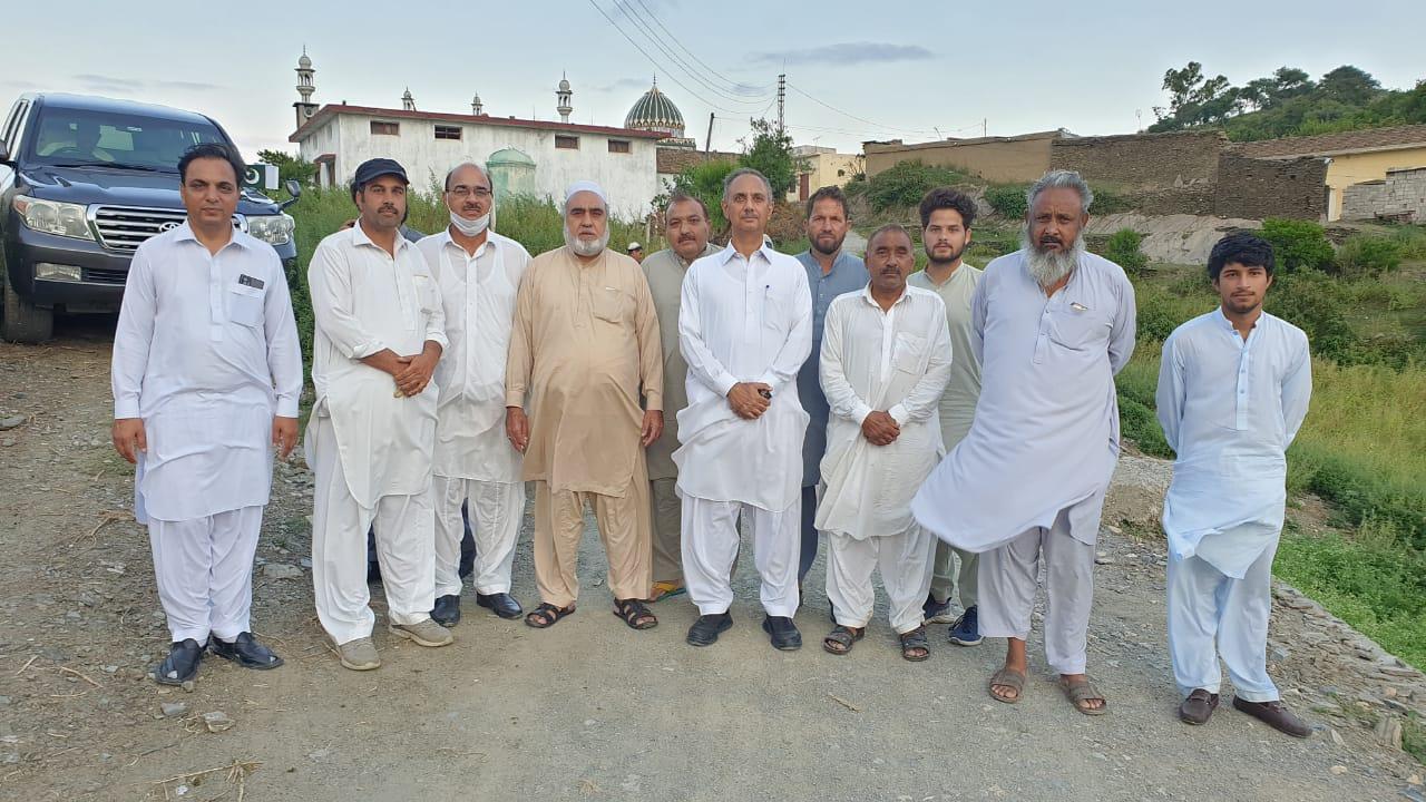 مقامی لوگوں سے ملاقات کی۔اہل علاقہ نے بجلی مسائل کے خاتمے دیرپا بہتری کے لیے کیے گئے عملی اقدام پر وفاقی وزیرجناب عمرایوب خان کو زبردست الفاظ میں خراج تحسین پیش کیا